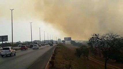 Incêndio consome área próxima à cidade do automóvel nesta terça-feira