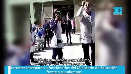 Docentes increparon a funcionarios del Ministerio de Educación frente a sus alumnos