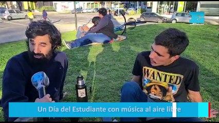 Un Día del Estudiantes con música al aire libre
