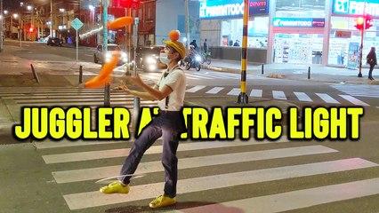 'Bogota: Skillful street juggler puts on a show during red light'