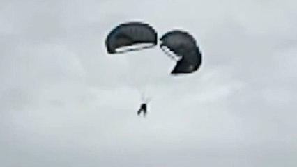 Unkontrolliert Richtung Erde: Fallschirmspringer verheddern sich