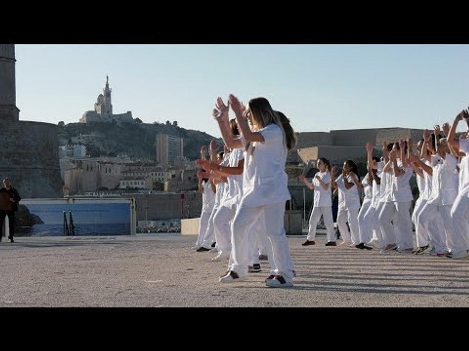 Marseille : ces étudiants infirmiers fêtent les 100 ans de leur école en chanson