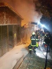 Kayseri'de 3 dükkan ve bir minibüs alev alev yandı