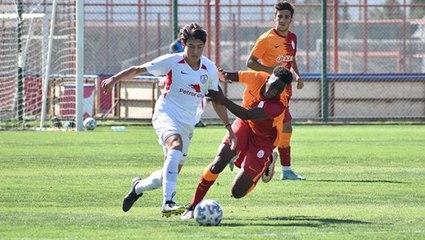 Galatasaray'ın yeni transferi Yousef ilk kez görüntülendi