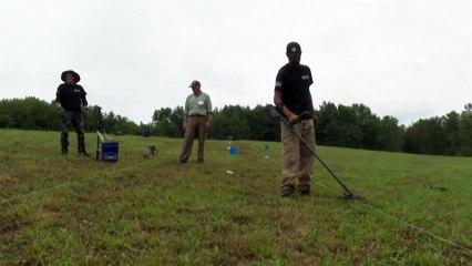 Veteranos de guerra à procura de objetos da Batalha de Saratoga