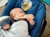 13 février 2008 Maël mange ses jouets