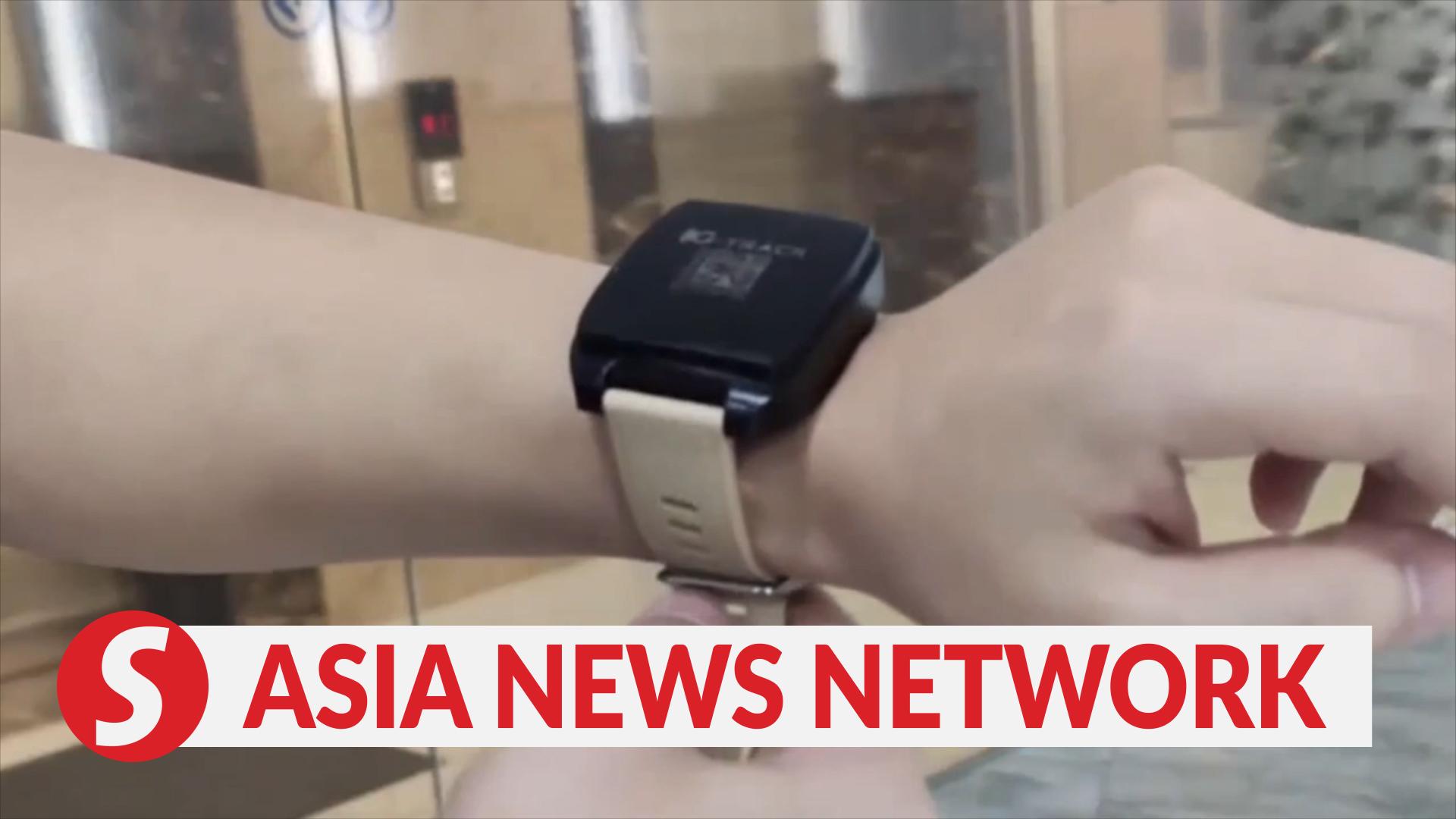 Vietnam News | Smart wristbands help fight Covid-19