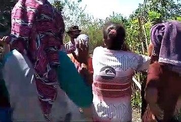 30 Mama-mama Usir 15 Polisi dan 10 Brimob dari Dusun Roga-Roga