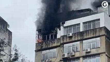 Incêndio atinge imóvel no Centro de Vitória