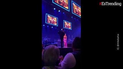 Video: Mike Bahía le pidió matrimonio a Greeicy Rendón en medio de un concierto