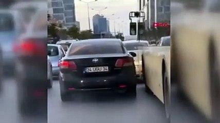 Şerit kavgası; İETT şoförü otomobili tekmeledi