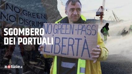Porto di Trieste, iniziato lo sgombero dei No green pass: la Polizia usa gli idranti