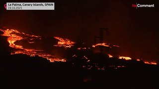 Canary Islands: Lava flows engulf houses on their way to the sea