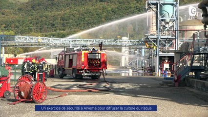 Reportage - Simulation d'incendie devant la ministre Barbara Pompili à l'usine Arkema - Reportage - TéléGrenoble