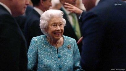 La reine Elizabeth II montre des signes de faiblesse physique