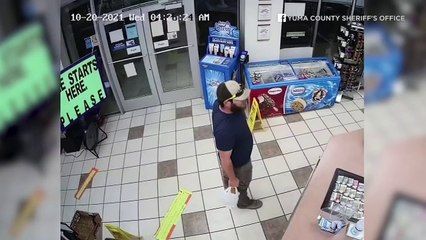Deux braqueurs se font calmer par un ancien Marine dès leur entrée dans un magasin !