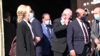 Familiares y amigos salen de la iglesia tras el funeral por Mercedes Domecq Ybarra