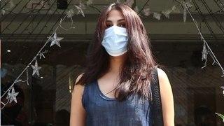 Rhea Chakraborty ने Media Persons को दिखाया अपना Sexy जलवा, Check Out Viral Video   FilmiBeat