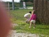ma cousine et ma soeur joue au ballon