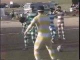 jouons au foot avec des jumelles