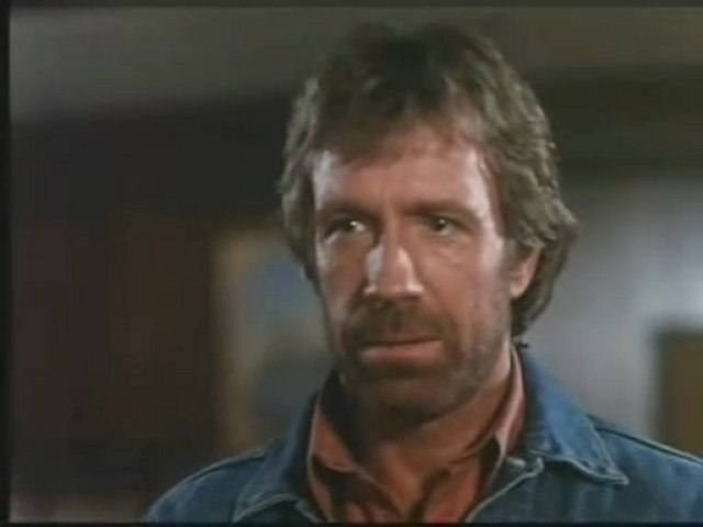 Chuck Norris Les pieds dans la gueule