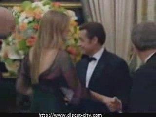Sarkozy matte les seins de Bar Rafaeli !!!