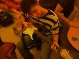 sylvain et la guitare de sylvain qui s'appelle guitare