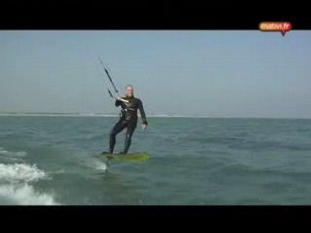 Le foilboard, cousin du kitesurf pour voler sur l'eau