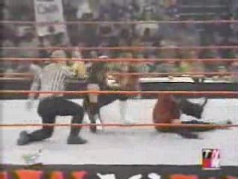 RAW - 27.8.2001 - Matt Hardy vs Hurricane Helms