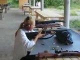 Femme shoot ( tir , desert eagle....)