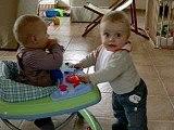 Camille et Noé trotteur 04.2006