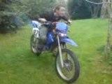 moi sur une moto 50 enduro