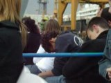 Gars qui dort dans le port de Barcelone x )