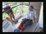 préparation au saut a l'elastique au viaduc de la souleuvre