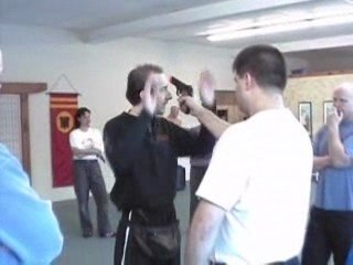 Howto disarm the gun off your offender - Practical tactical