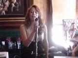 "Bethany Joy Galeotti chante ""Billie Jean"" en Hommage à Michael Jackson !"