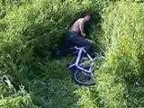 Vélo + herbes hautes...