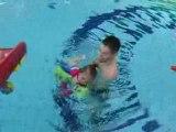 Bébé nageur piscine