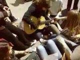 guitare à gambetta (on entend pas trop la guitare)