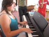 Caro au piano qui joue comptine d'un autre été sublime !