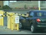 Femme-voiture-parking