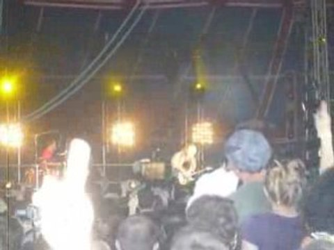 """The Ting Tings """"Shut up and let me go"""" @ SOLIDAYS 2008"""