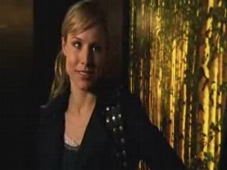 Veronica et Logan discutent dans l'ascenseur - VO