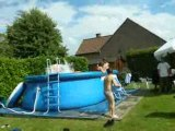 Aqmetal dans la piscine chez Phil...mais il y va tout seul^^