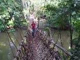 10/10/2004 - Val sur le pont de lianes de Konipara (Guinée)