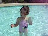 Lilou 23 mois - A la piscine