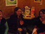 Lilou 23 mois - Dans un bar
