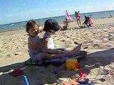 Lilou 23 mois - Surfe avec Mathis