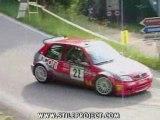 SAxo rallye perd les 2 roues arriere dans une épingle...