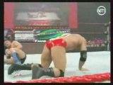 Cena & Batista, ça dégénére !! ( la sécurité est obligé d'intervenir)